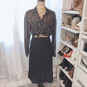Dresses & Skirts - Beautiful midi skirt with button detail